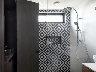 Bathroom vanity & laundry cabinet design & manufacture, luxury bathroom in Palm Beach
