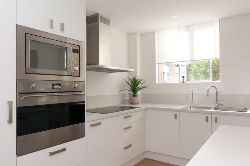 caesarstone-fresh-concrete-custom-kitchens-modern-design-polyurethane-kitchen-cabinets