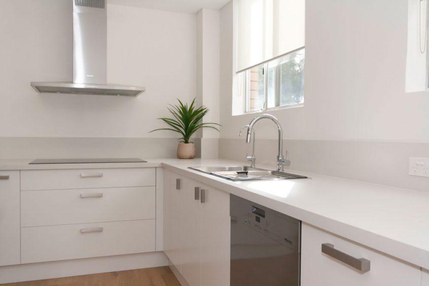 caesarstone-fresh-concrete-custom-kitchens-modern-design-white-polyurethane-kitchen-cabinets-3