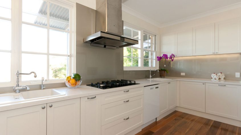 caesarstone-frosty-carina-classic-kitchen-design-dulux-whisper-white-polyurethane-kitchen-cabinets-premier-kitchens-australia-3