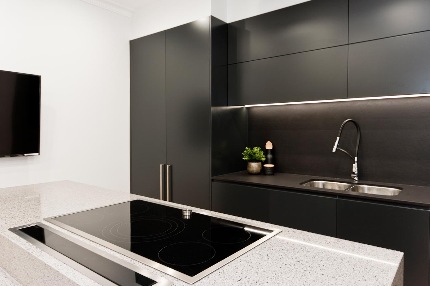 Dulux domino polyurethane cabinets black kitchen design for Kitchen cabinets 4g