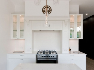 dulux-polyurethane-shaker-kitchen-cabinets-quantum-quartz-michelangelo-benchtop-premier-kitchens-showroom-display-willoughby-1a