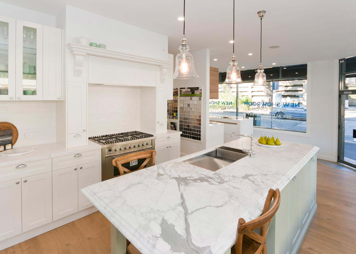 Exceptionnel French Provincial Kitchen Design Featuring Dulux Whisper White Poly Shaker  Doors, Elba Marble Benchtop,