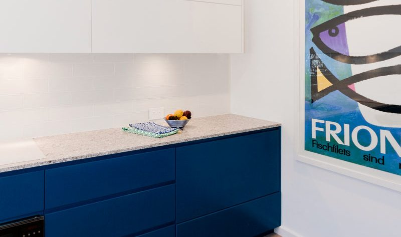 fisher-and-paykel-caesarstone-blanco-drift-dulux-polyurethane-kitchen-cabinets-kitchen-design-smeg-premier-kitchens-australia-2
