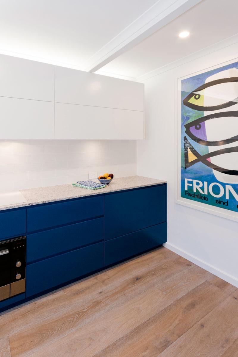 fisher-and-paykel-caesarstone-blanco-drift-dulux-polyurethane-kitchen-cabinets-kitchen-design-smeg-premier-kitchens-australia-2