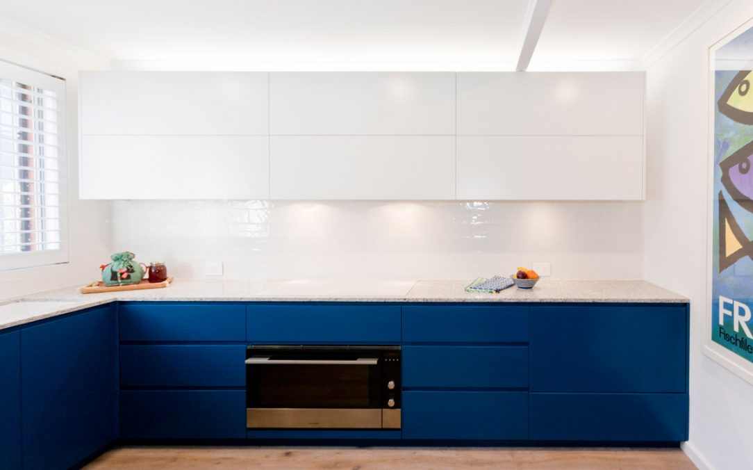 fisher-and-paykel-caesarstone-blanco-drift-dulux-polyurethane-kitchen-cabinets-kitchen-design-smeg-premier-kitchens-australia-6