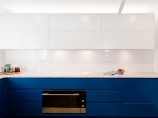fisher-and-paykel-caesarstone-blanco-drift-dulux-polyurethane-kitchen-cabinets-kitchen-design-smeg-premier-kitchens-australia-6