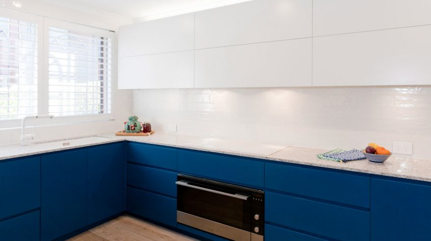 fisher-and-paykel-caesarstone-blanco-drift-dulux-polyurethane-kitchen-cabinets-kitchen-design-smeg-premier-kitchens-australia-7