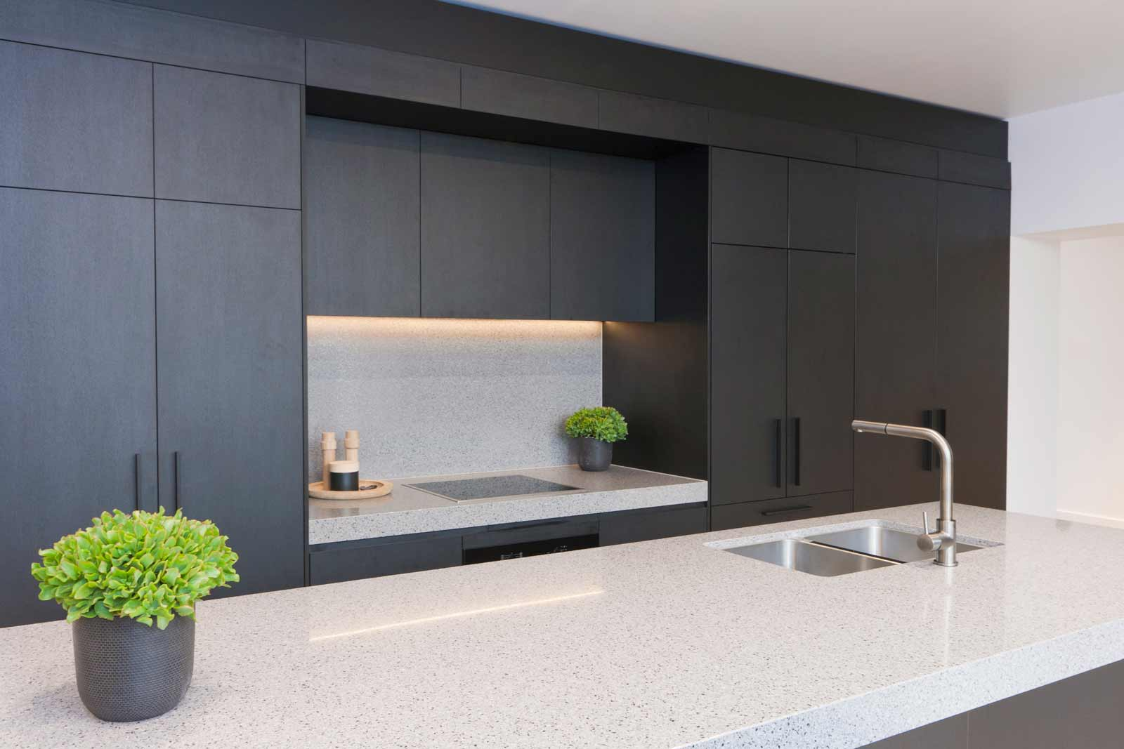 Penkivil st bondi premier kitchens for Matte black kitchen doors